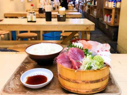 魚屋さんの超新鮮な海鮮丼が1000円で食べれる!新宿オフィス街で絶品海鮮丼を堪能
