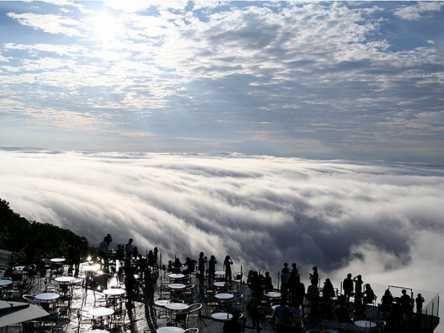 自然が創り出す壮大な芸術!トマムで出会う感動の雲海ビュー