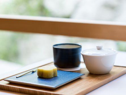 愛媛の作り手×北欧のデザイン。「MUSTAKIVI」で愛媛のお茶を