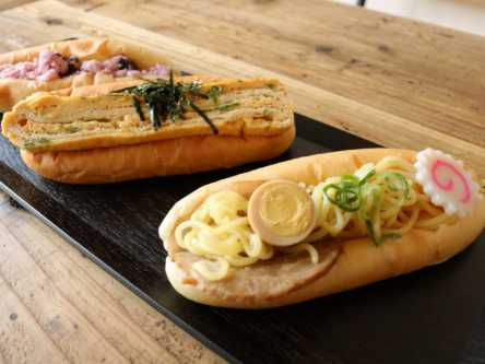 ラーメン、八つ橋、柴漬け⁉京都名物がはさまった、具が楽しいコッペパン