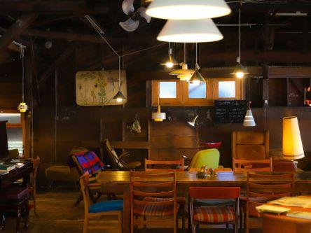 それぞれ違った椅子に腰を下ろして。【カフェグラマ―きょん。の、あのカフェこの席15】