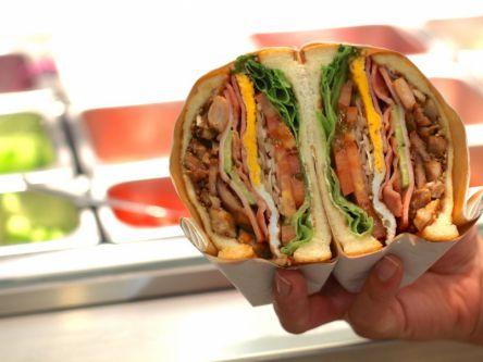 """大阪で話題沸騰の""""極厚""""カラフルサンドイッチ。味もボリュームも断面もGOOD!"""