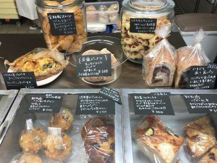 オープンは週に1日だけ。宝探し気分で選ぶ、季節のパン&焼菓子