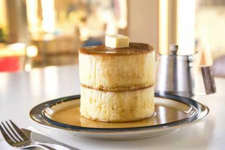 マンガみたい!分厚~いホットケーキをガレージカフェでいただきます