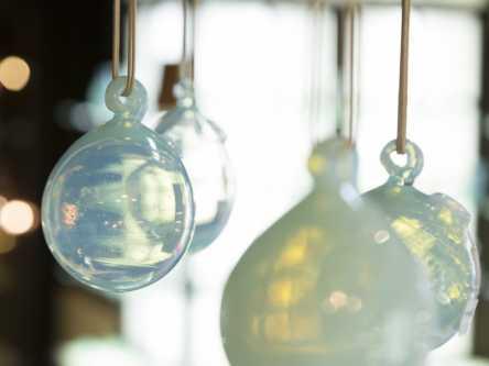 「草津ガラス蔵」へ温泉色に輝くガラスを買いに!まるで草津の湯を閉じ込めたみたい