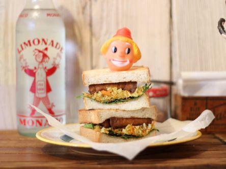 朝でも夜でもブレックファースト!見た目も味も抜群の豆腐サンドに注目