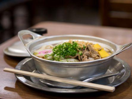 甘~いだしが心と体を温める!アルミ鍋で食べる松山の鍋焼きうどんでほっこり