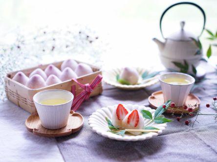 レンジで簡単!ほんのりピンクのいちご大福【kyoko_plusのレシピ&テーブルコーデvol.4】