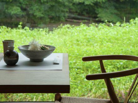 栃木の秘境でみつけたログハウスは、来客が絶えないそば店でした