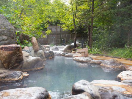 広大な森に浮かぶ温泉!?ひらゆの森で大自然と露天風呂に癒される至福の休日