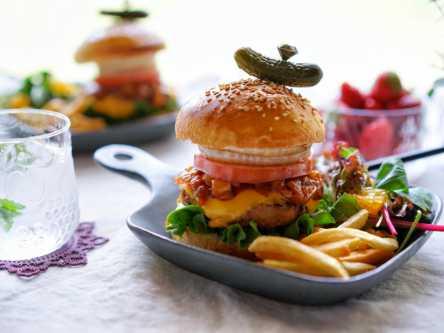 お店みたい!完熟玉ねぎを使って、おうちでわんぱくハンバーガー作りにチャレンジ
