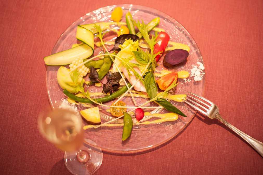 前菜:契約農家さんより、今日の畑のサラダとアンティパスト